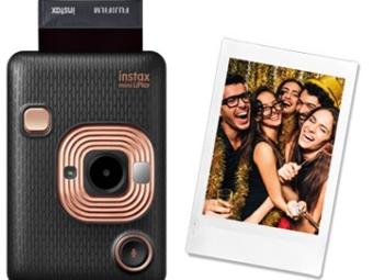 La fotocamera ibrida instax mini LiPlay fa parlare le tue foto